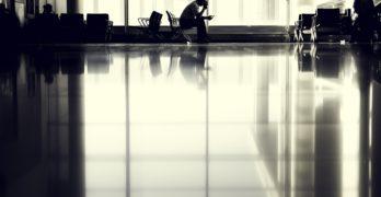 4 tips til at slå ventetiden ihjel i lufthavnen
