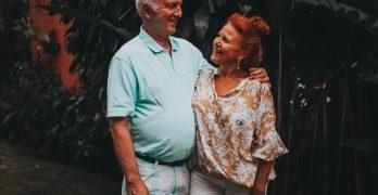 Gamle mennesker der er glade for at rejse